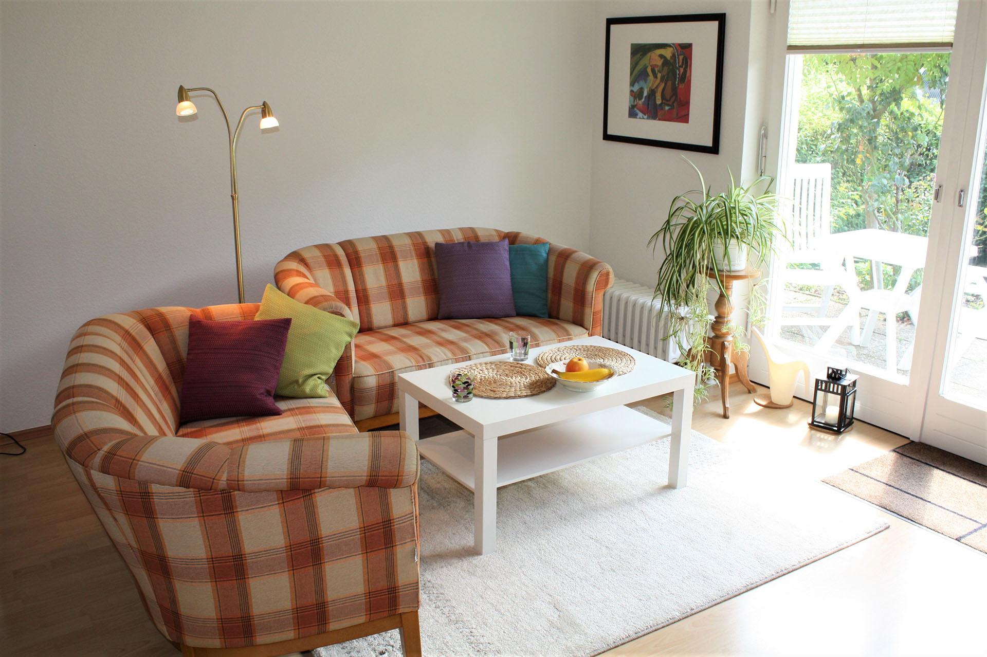 malerhaus-kuhse-ferienwohnung-sonneneck-wohnraum-04