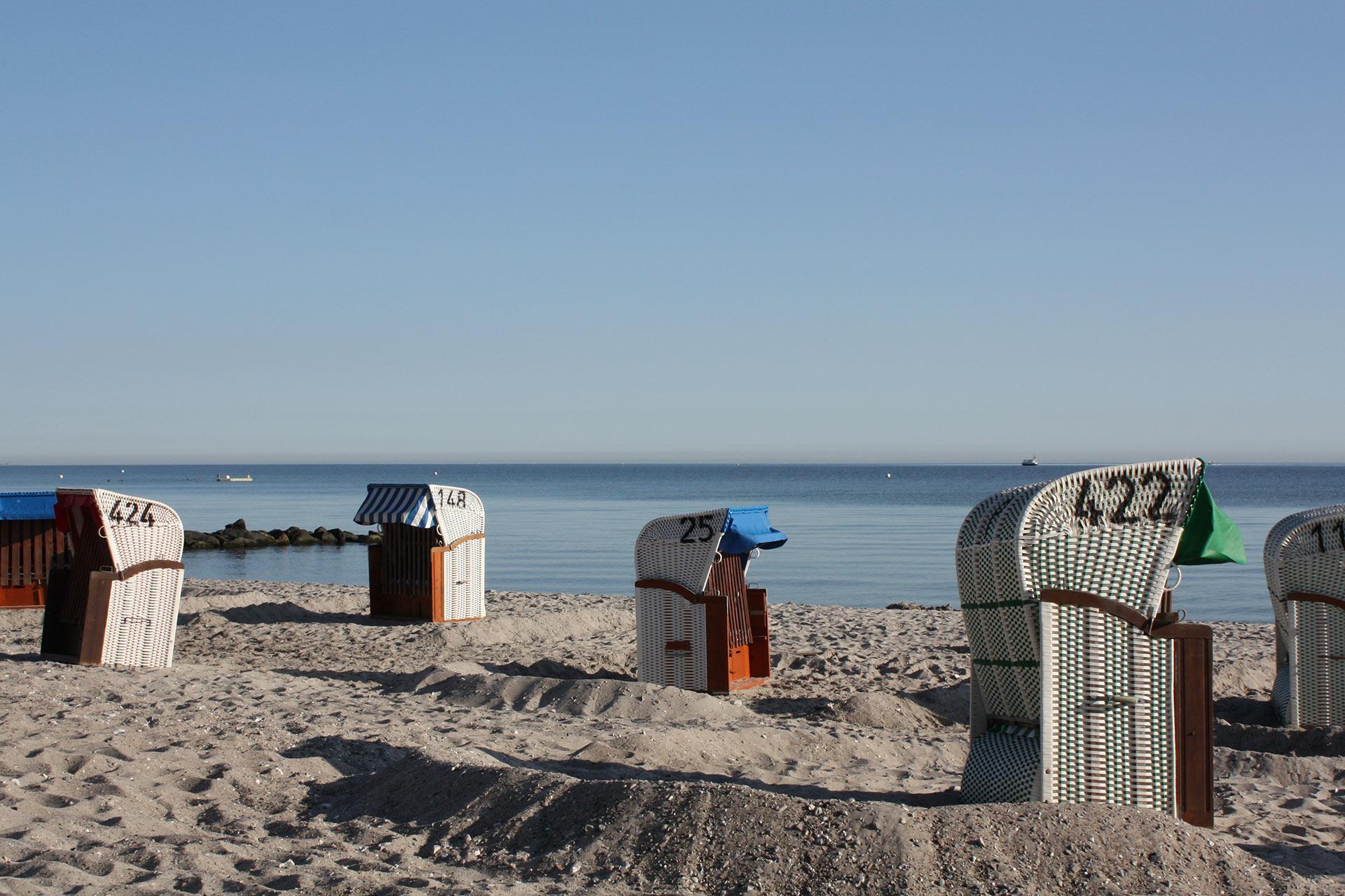 malerhaus-ostsee-ferienwohnung-strandkorb-01