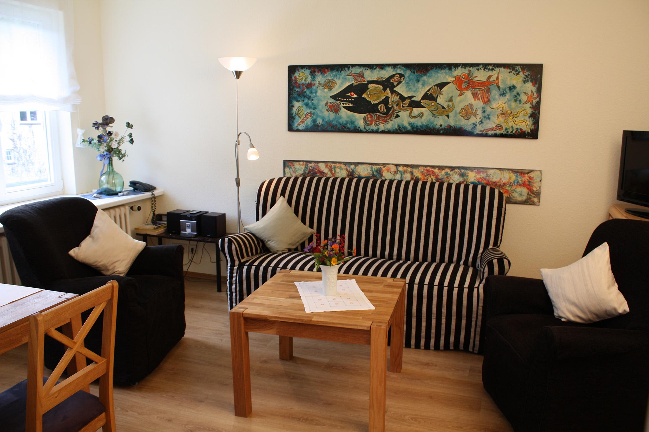 malerhaus-kuhse-ferienwohnung-seestern-wohnzimmer