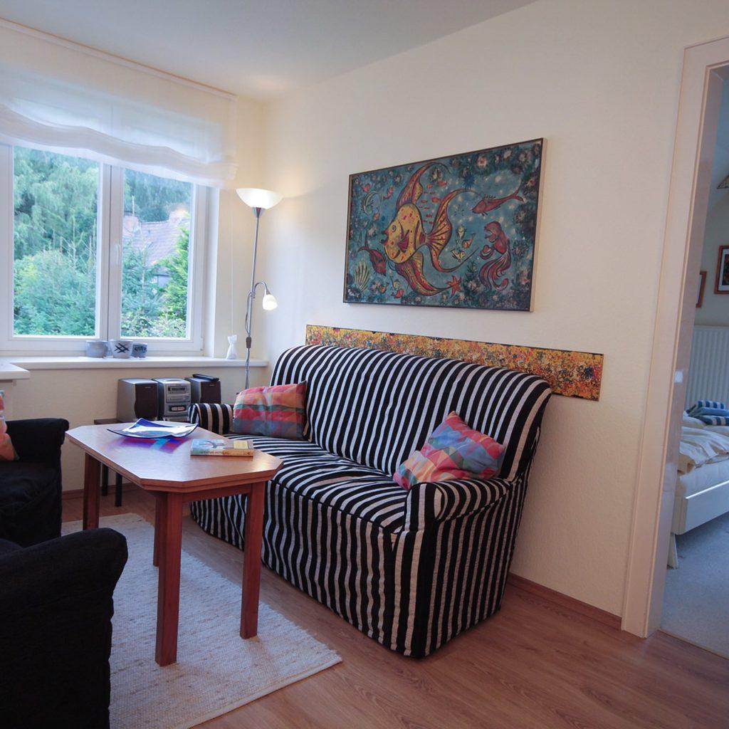 malerhaus-kuhse-ferienwohnung-bernstein-wohnzimmer