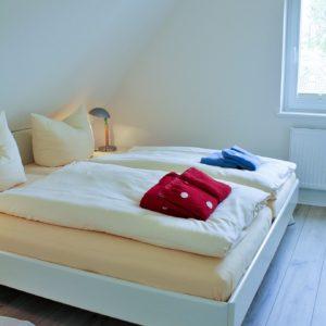 malerhaus-kuhse-ferienwohnung-südwind-schlafzimmer