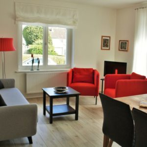 malerhaus-kuhse-ferienwohnung-stockrose-wohnzimmer-terrasse