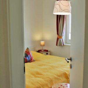 malerhaus-kuhse-ferienwohnung-stockrose-schlafzimmer