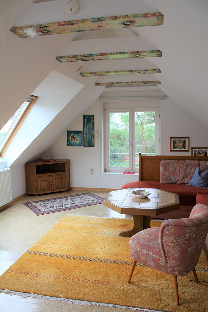 malerhaus-kuhse-ferienhaus-gartenatelier-wohnraum